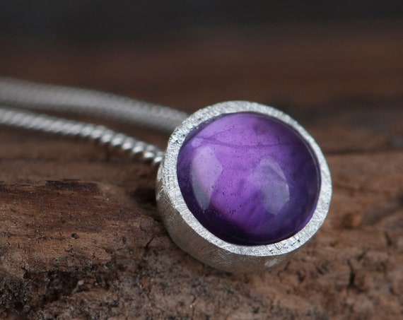 Dainty amethyst pendant necklace