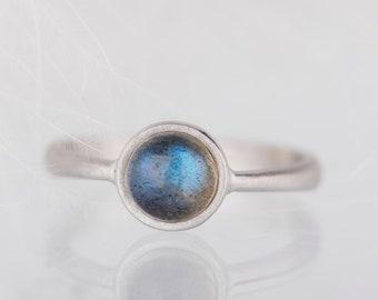 Simple sterling silver labradorite ring