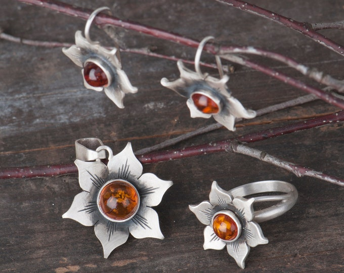 Baltic amber jewelry, Sunflower ring, Sunflower necklace and floral earrings, Flower jewelry set