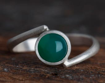 Sterling silver simple bypass green agate ring