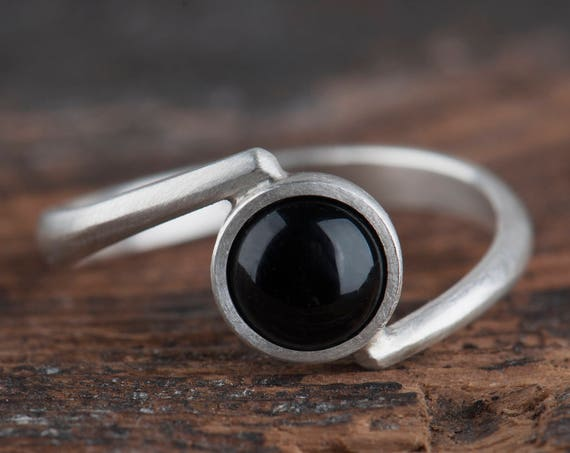 Onyx Silver Ring, Ring with Onyx Sterling Silver, Black Ring for Women, Modern Black Ring, Solitaire Onyx Ring, Birthday Gift for Women