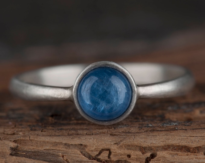 Kyanite ring, Minimalist blue ring, Everyday solitaire ring, Silver ring for women, Blue ring for bride