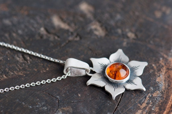 Amber flower pendant necklace