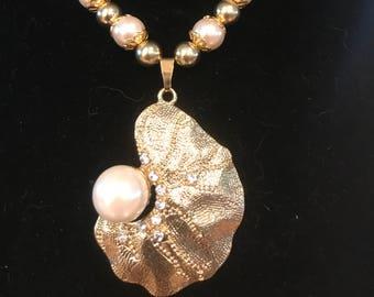 Golden Peals - Necklace Earrings
