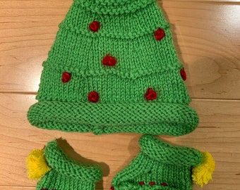 34ff57155a070 Baby Christmas tree hat and booties 0-3 months