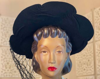 1940s Black Felt Scalloped Edge Wide Brim Hat w/ Original Veil!