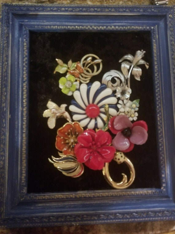 "Framed Jewelry Art ""Vintage Flowers"""