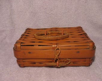 Vintage Small Wicker Hinged Box With Closure   Sturdy Wicker Basket   Small Wicker Picnic Basket Box