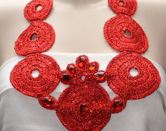 Crochet necklace with lurex yarn and sequins embellished with rhinestones
