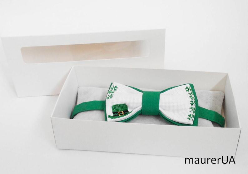 Saint Patrick/'s Day bow tie Small green leprechaun hat Green \u0441lover bow tie Shamrock clover Hand embroidery cross stitch Trefoil