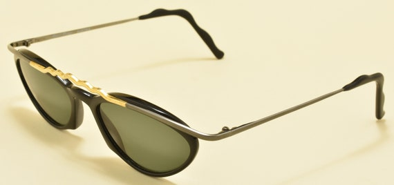 Robert Rudger 550 10 oval shape / black metal and golden  frame / 80s / NOS / Made in Austria / nice details / Vintage sunglasses