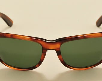 0192be6eeb Ray Ban Wayfarer II (tortoise) original wayfare shape   Made in USA    Bausch   Lomb original crystal lenses   NOS   Vintage sunglasses