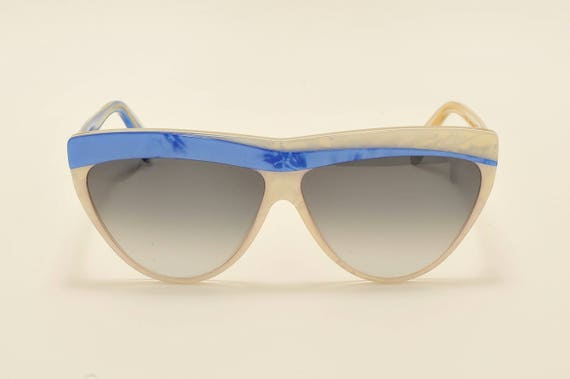 Maria De Molin New Dimension 169 classic shape / pearly white and blue frame / handmade / 80s model / NOS / new lenses / Vintage sunglasses