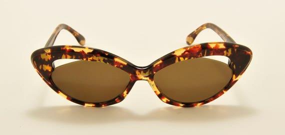 Nouvelle Vague S152  cat eye shape / fantasy tortoise acetate frame / 80s model / NOS / Made in Italy / new lenses / Vintage sunglasses