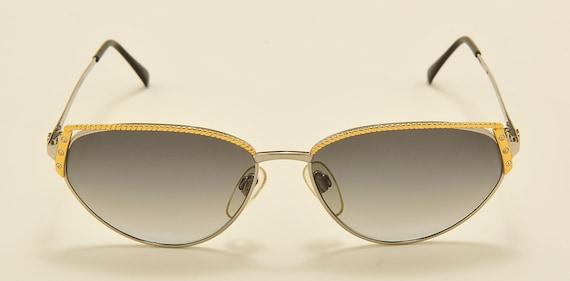 """VALENTINO """"V363"""" cat eye shape / metal golden frame / Made in Italy / 80s model / NOS / gray gradient lenses / Vintage sunglasses"""