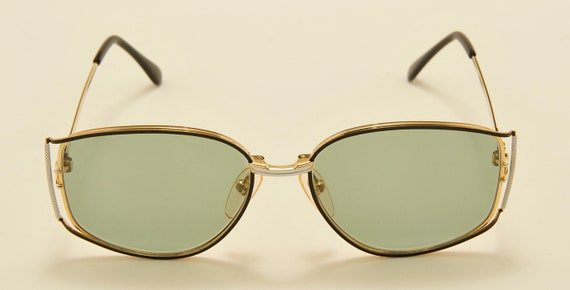 Valentino 5226 classic shape / titanium frame / Made in Italy / NOS / 80s model / new lenses / Vintage sunglasses