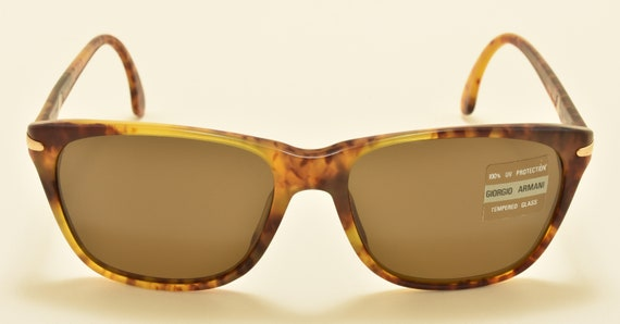 Giorgio Armani 810 wayfarer shape / acetate tortoise frame / NOS / 90s / Made in Italy / beautiful classic and elegant / Vintage sunglasses