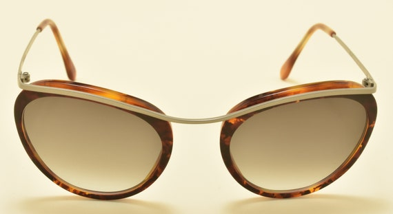 Romeo Gigli RG41 cat eye shape / light metal frame / refined and elegant / 90s / Made in Italy / Vintage sunglasses
