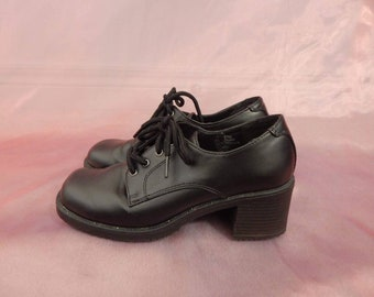 82a497cbbcd0 Ultimate 90s Grunge Shoes