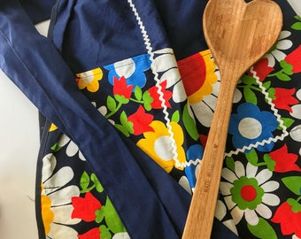 Vintage Floral Half Apron with Pockets // Scandinavian Style Fabric // Bright Colors // 1960s // Hostess // Farmhouse