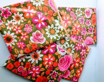 New in Package Vintage Floral Hand Towels // Bright Retro Flowers // Kitchen, Tea, or Bath Towel // Girly Pink