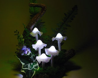 Mushroom lamp consisting of five white/purple mushrooms lights - A small piece of Art for magic hours