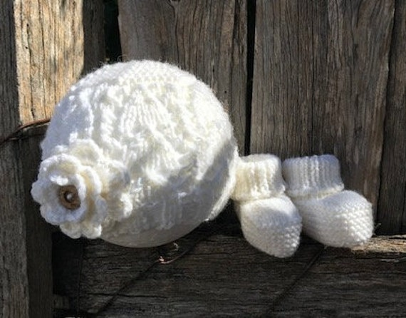 NEWBORN Beanie (With Flower) & Bootees SET 100% Wool, Hand Knitted, Baby Clothes, coming home outfit