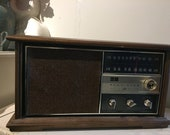 Vintage RCA Victor Solid State Radio Solid Pecan wood in great working condition
