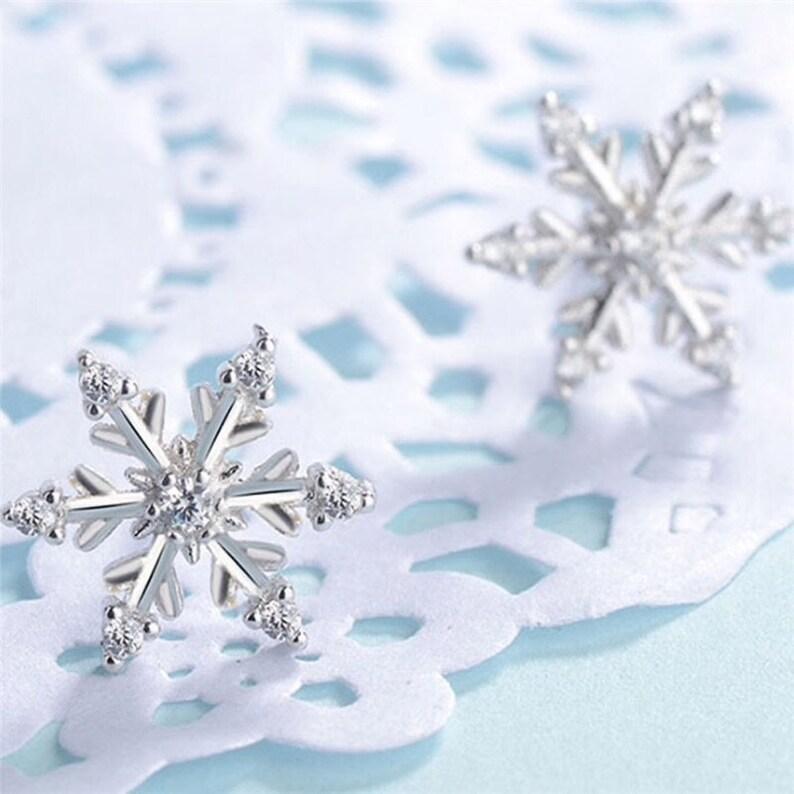 Earplug snowflake with glitter