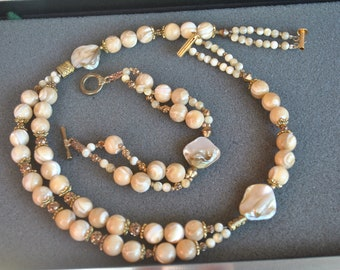Necklace and Bracelet in Beige