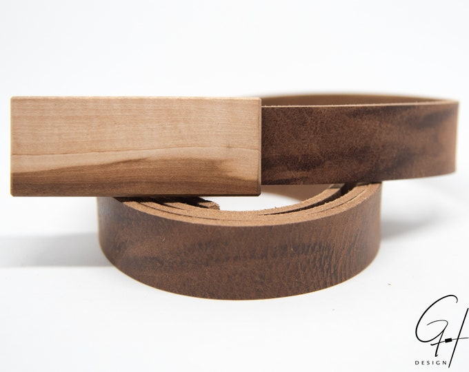 Leather belt with wooden buckle