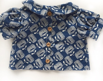 Organic cotton Peter Pan blouse, blue, organic cotton girls shirt, blue blouse with wooden buttons, schoolgirl blouse