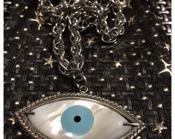 I Chains 7LR 80s chained mother of pearl evil eye (vintage chains)