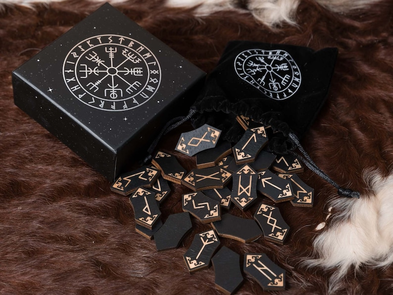 Elder Futhark Rune Set with pouch and gift box image 0