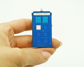 Tardis pin, Doctor Who brooch, Wooden pins and brooches