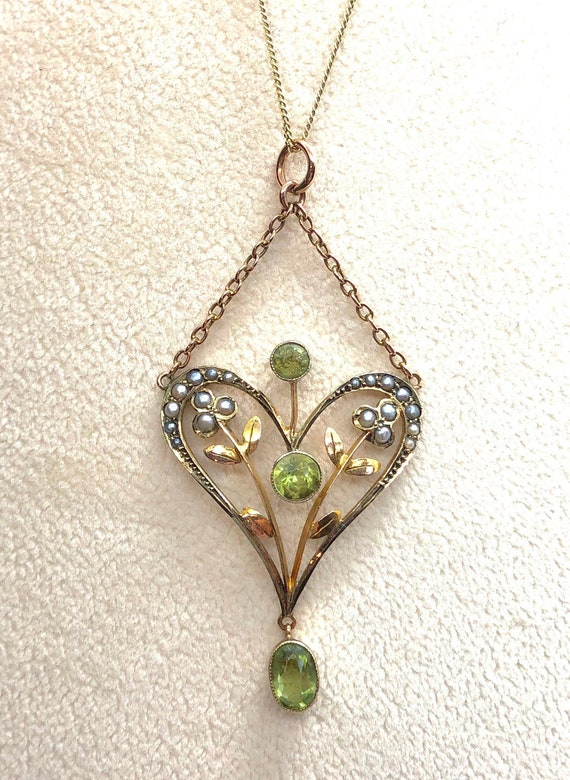 Antique Peridot and Seed Pearl Lavalier Necklace,