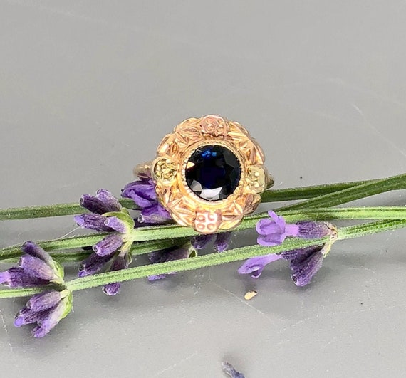Vintage Round Natural Sapphire Ring in 10k Yellow