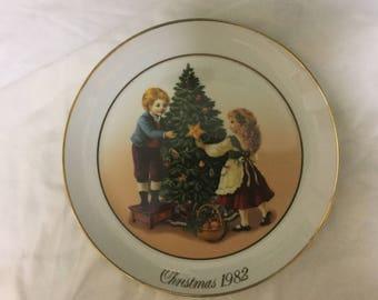Avon collector's Christmas plate 1982