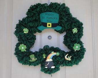 St Patty's Day Dark Green Shamrock Yarn Wreath.
