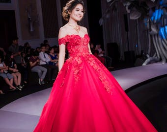 86677b8b9d Red Gorgeous wedding gown with sweetheart necklines