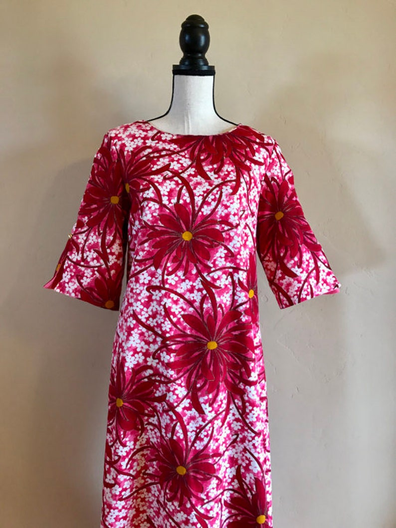 1960/'s Traditional Luau Dress Vintage Hawaiian Resort Dress Vintage Hawaiian Luau Dress Vintage Hawaiian Bell Sleeve Floral Dress