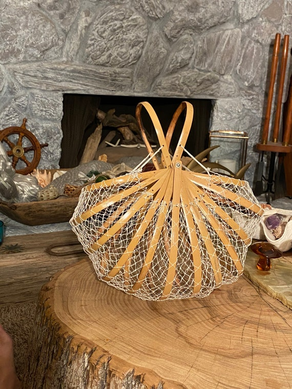 Vintage Japanese bamboo and net collapsible fish/c