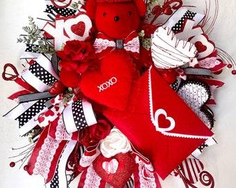 Valentines Wreath, Bear Wreath, Valentines Day Gift, Valentines Day Door Wreath, Love Decor, Valentines Door Decor
