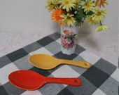 Rare, original 1930s 1940s Fiesta Kitchen Kraft ceramic spoons in classic yellow and Fiesta red 1930s 1940s.
