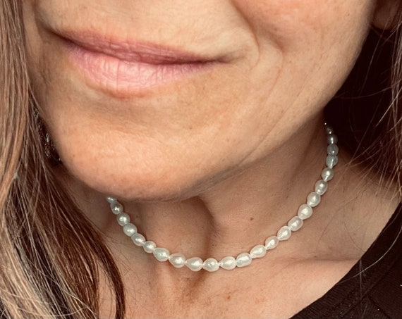 Adjustable Pearl Choker with White or Pink Freshwater Pearls, A Modern Twist on a Classic