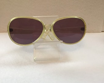 0c1e550a39 1970 s yellow lucite Cool Ray by Polaroid ladies sunglasses