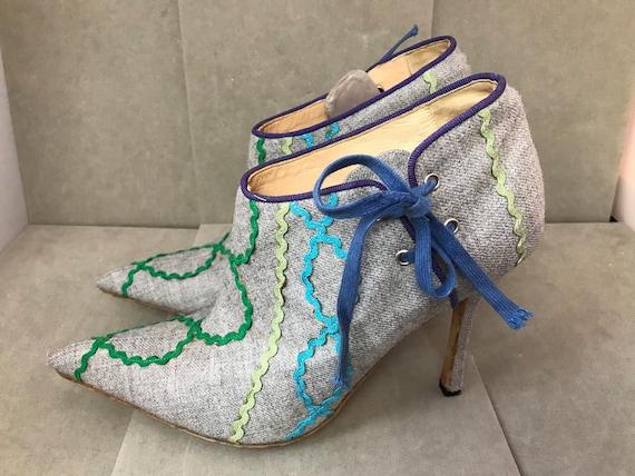 Gorgeous vintage Manolo Blahnik unique ladies shoe