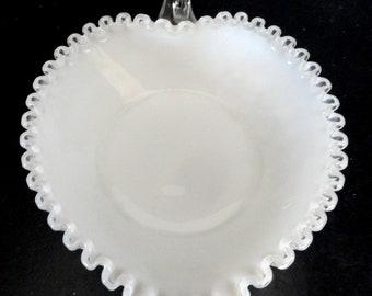 Fenton Vintage Crest argent verre de lait coeur Nappy plat de bonbons menthe!