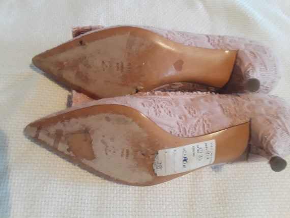 Lady's Baroque style dusty pink Moschino pumps - image 3
