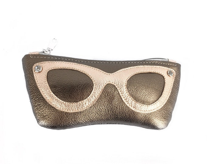 Retro Style Padded Leather Gasses Case